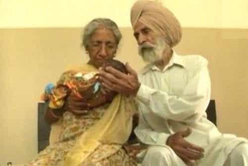 La coppia indiana che ha avuto un figlio a 70 anni