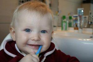 Vostro figlio non vuole lavarsi i denti, cosa fare?