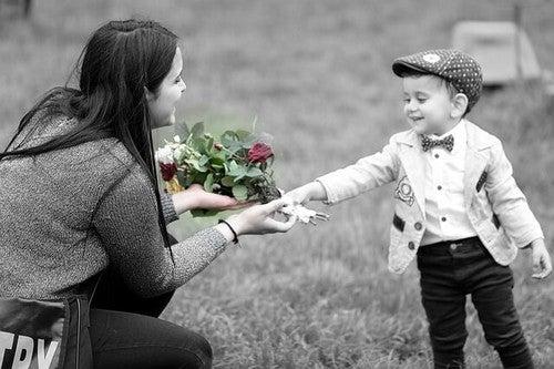 I figli devono sentirsi amati, amarli non è sufficiente