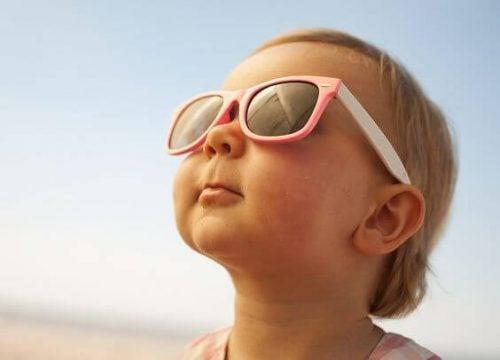 Imparate a proteggere dal sole il vostro bambino