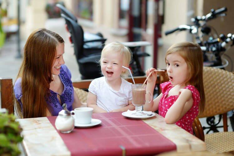 Come intrattenere un bambino al ristorante