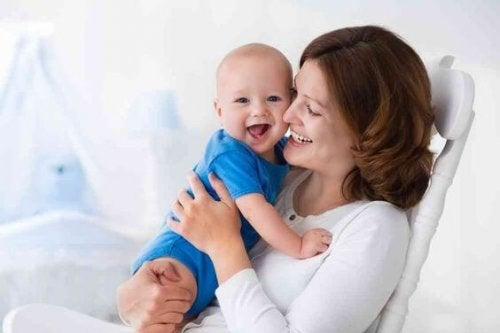 """Anche se desideriamo che sia """"mamma"""", spesso la prima parola pronunciata dal bebè è """"papà"""""""