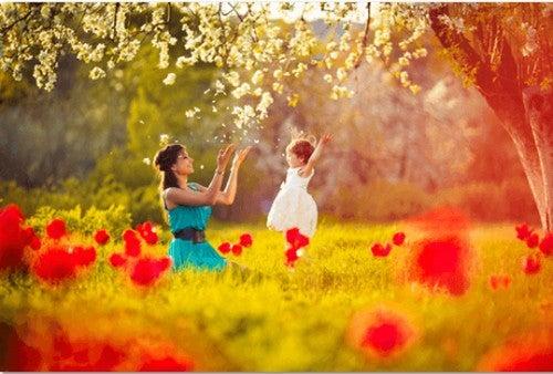 Madre giocando con la figlia