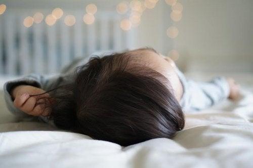 La microcefalia e l'idrocefalo sono condizioni che colpiscono il cervello con conseguenze sullo sviluppo del bambino