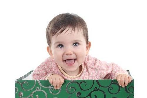 Orecchini ai bebè: sì o no?