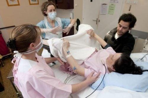 Le complicazioni del parto: scopriamone alcune