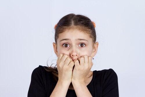 I bambini devono imparare a diffidare dagli sconosciuti che offrono cibo