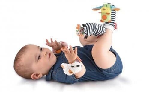I sonaglini sono degli ottimi giochi per neonato per gli stimoli che offrono al piccolo
