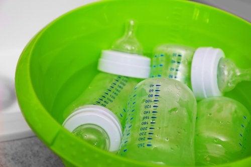 biberon dentro conca verde