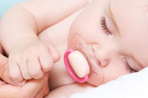 È positivo per i bambini dormire con il ciuccio?