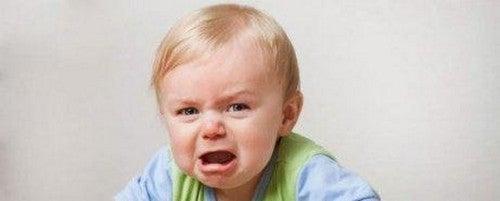 I bambini problematici passano dal riso al pianto molto velocemente