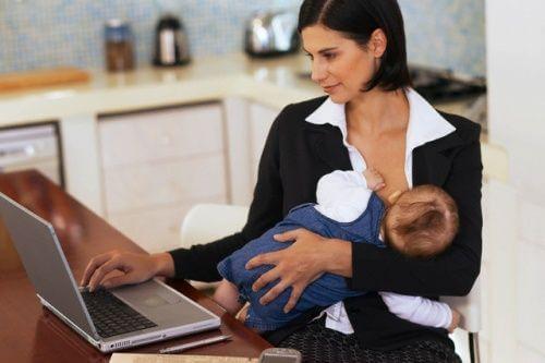 Secondo uno studio, il lavoro è risultato essere la prima causa di abbandono dell'allattamento materno