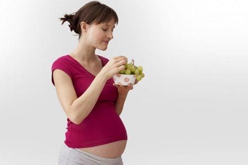 Mangiare uva in gravidanza: tutti i benefici
