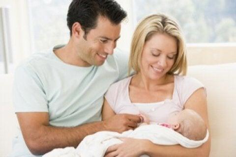 Neogenitori con il loro bambino