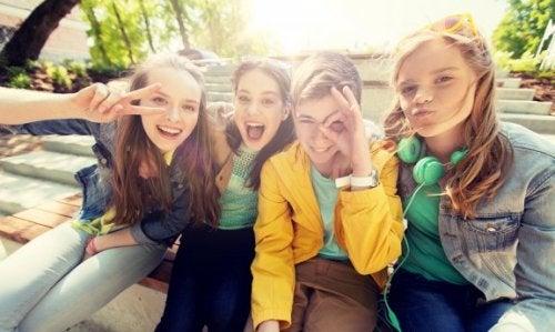 Adolescenza e popolarità: come aiutare i nostri figli?