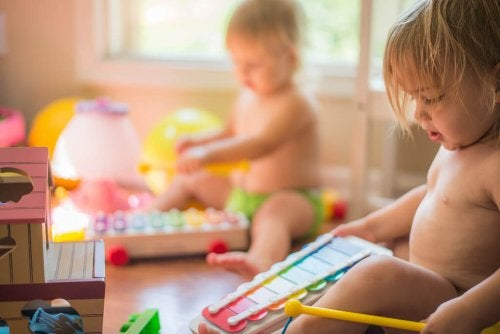 La musica è uno dei giochi da fare con il bambino per sviluppare le sua capacità