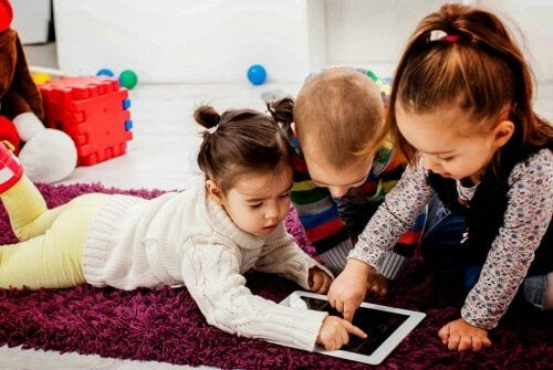 i membri della Generazione Alpha vivono completamente immersi nella tecnologia