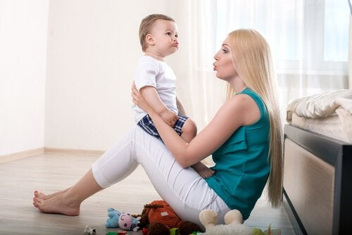 per stimolare il bebè a iniziare a parlare, è importante trascorrere molto tempo in sua compagnia