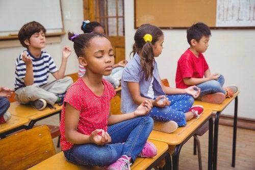 la meditazione in classe può rivelarsi un'ottima pratica educativa