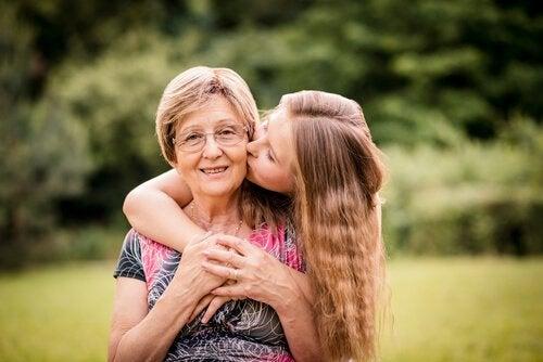 gli anziani che ricevono affetto vedono aumentare la propria vitalità