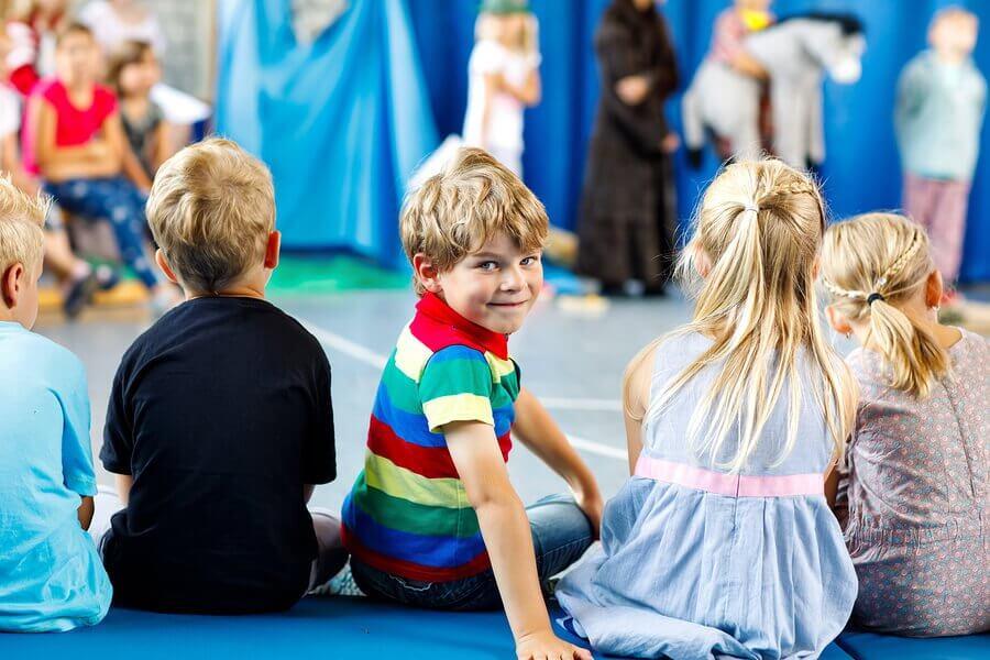 Il teatro aiuta i giovani a lavorare sulle emozioni, liberandole e tirandole fuori.