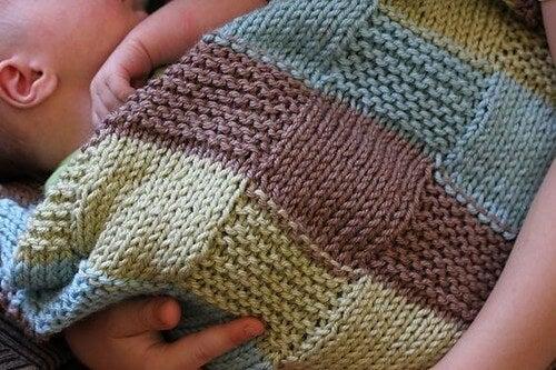 Coprire il passeggino con una coperta può essere rischioso