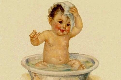 Il primo bagnetto di un neonato