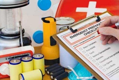 nella cassetta di pronto soccorso deve essere presente un elenco di tutto il suo contenuto