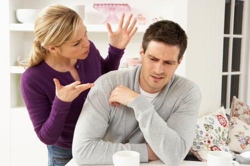 Un controllo troppo morboso dei social network del partner è sintomo di qualcosa che non va nella relazione
