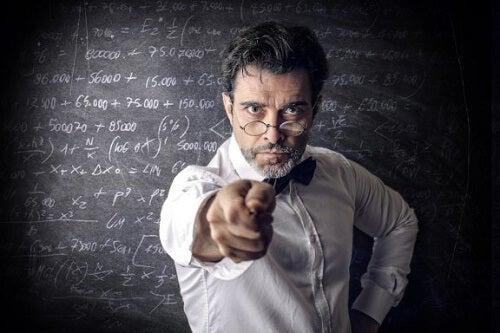 Quali sono le caratteristiche di un cattivo insegnante?