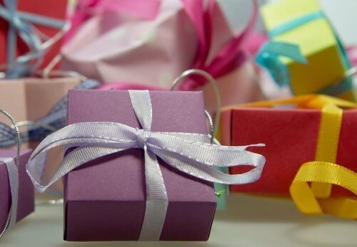 pacchetti regalo per decorare la stanza dei bambini a Natale