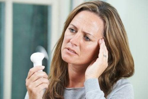 5 malattie che possono comparire con la menopausa