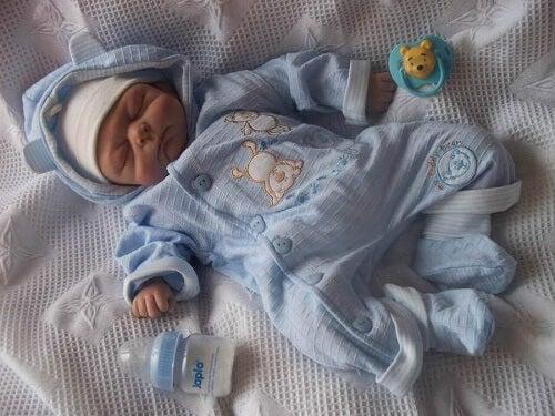 Quando il neonato ha freddo mettetegli un pigiamino