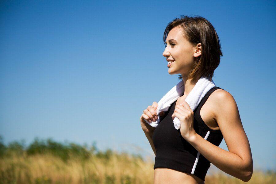 l'esercizio fisico aiuta a bruciare i grassi e combattere la cellulite