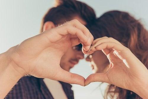 per le partecipazioni del vostro matrimonio potete creare un piccolo album fotografico