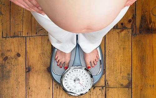 5 abitudini che fanno ingrassare durante la gravidanza