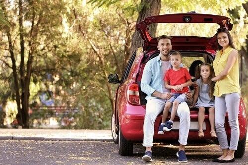 Famiglia su minivan