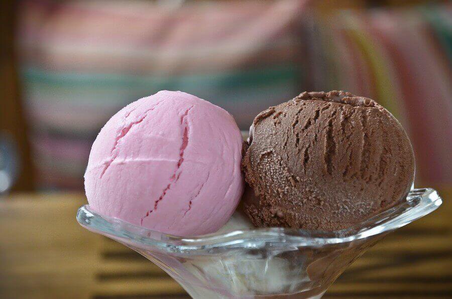 Coppa di gelato alla frutta