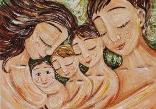 Genitori con in braccio i figli