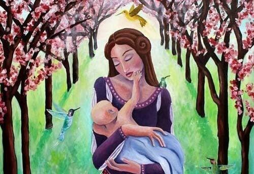 Mamma tiene in braccio bimbo in un bosco colorato