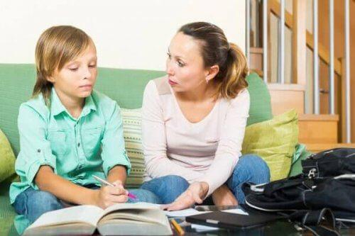 Aiutare i figli con i compiti: cose da non fare