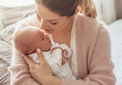 Se il neonato ha freddo potete abbracciarlo