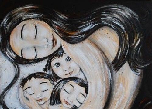 Madre tiene in braccio tre figli