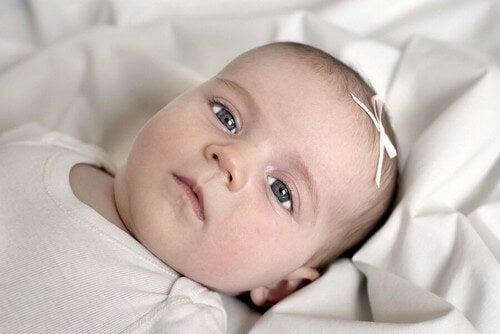 Occhi grigi alla nascita, a cosa si devono?
