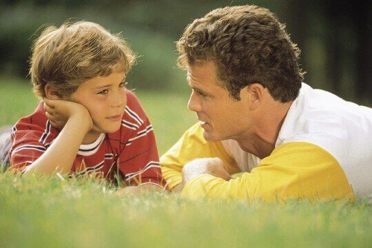 Padre e figlio parlano