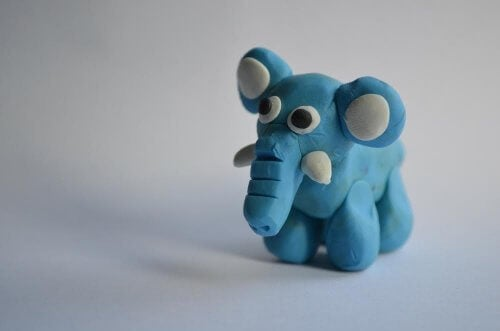Elefante di plastilina