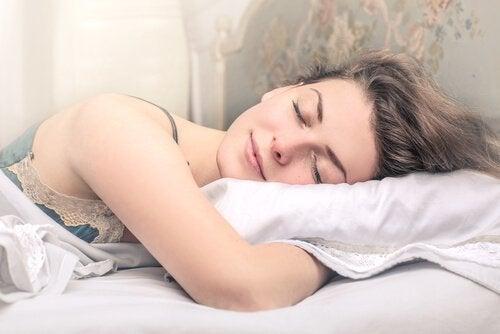 Se dormite, avrete una pelle idratata e bella