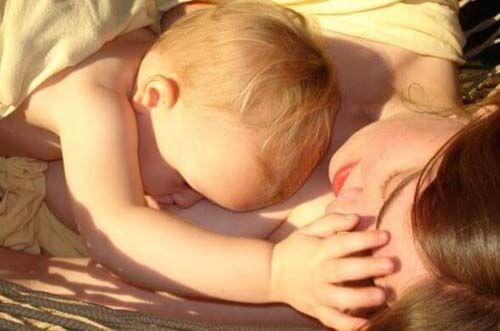 Prendervi cura del seno quando allattate fa bene