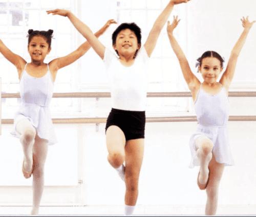 bambini a lezione di danza