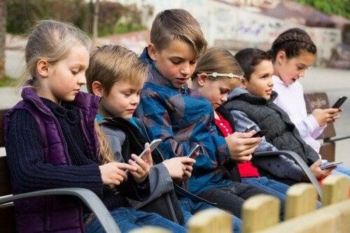 Tecnopatie dell'infanzia e come affrontarle